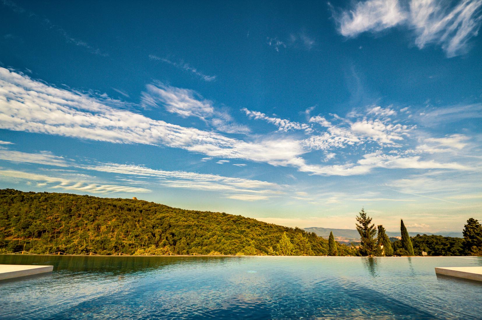 Palazzaccio-Todi-piscina