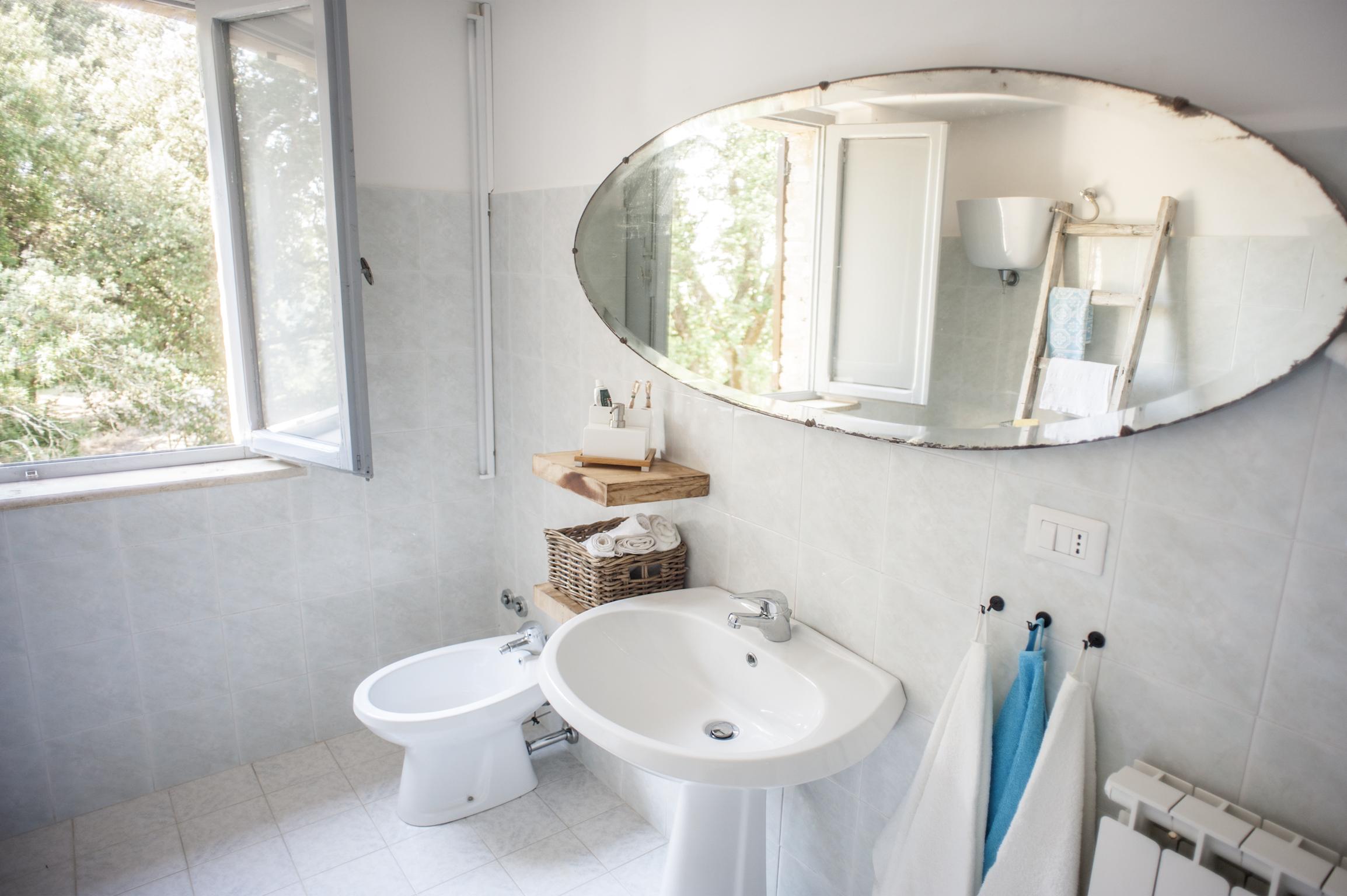 Palazzaccio-Todi- bathroom